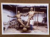 鐘鳴の彫刻2.jpg